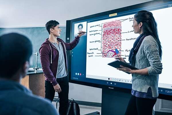Broadclyst School – Surface Hub teamworking